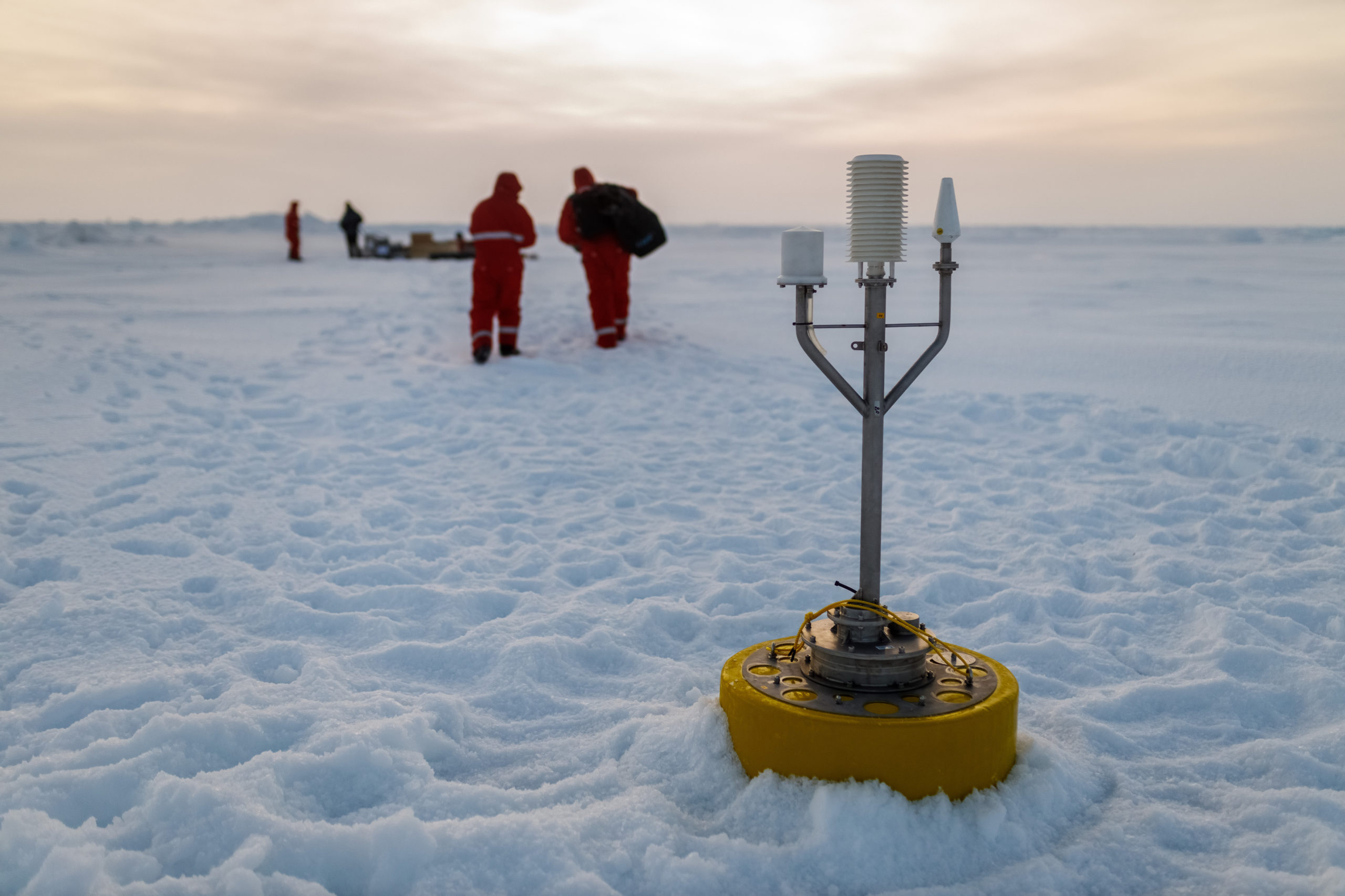 Deployment of the Distributed Network, leg 1 of MOSAiC expedition, Credit: Alfred Wegener Institute / Mario Hoppmann