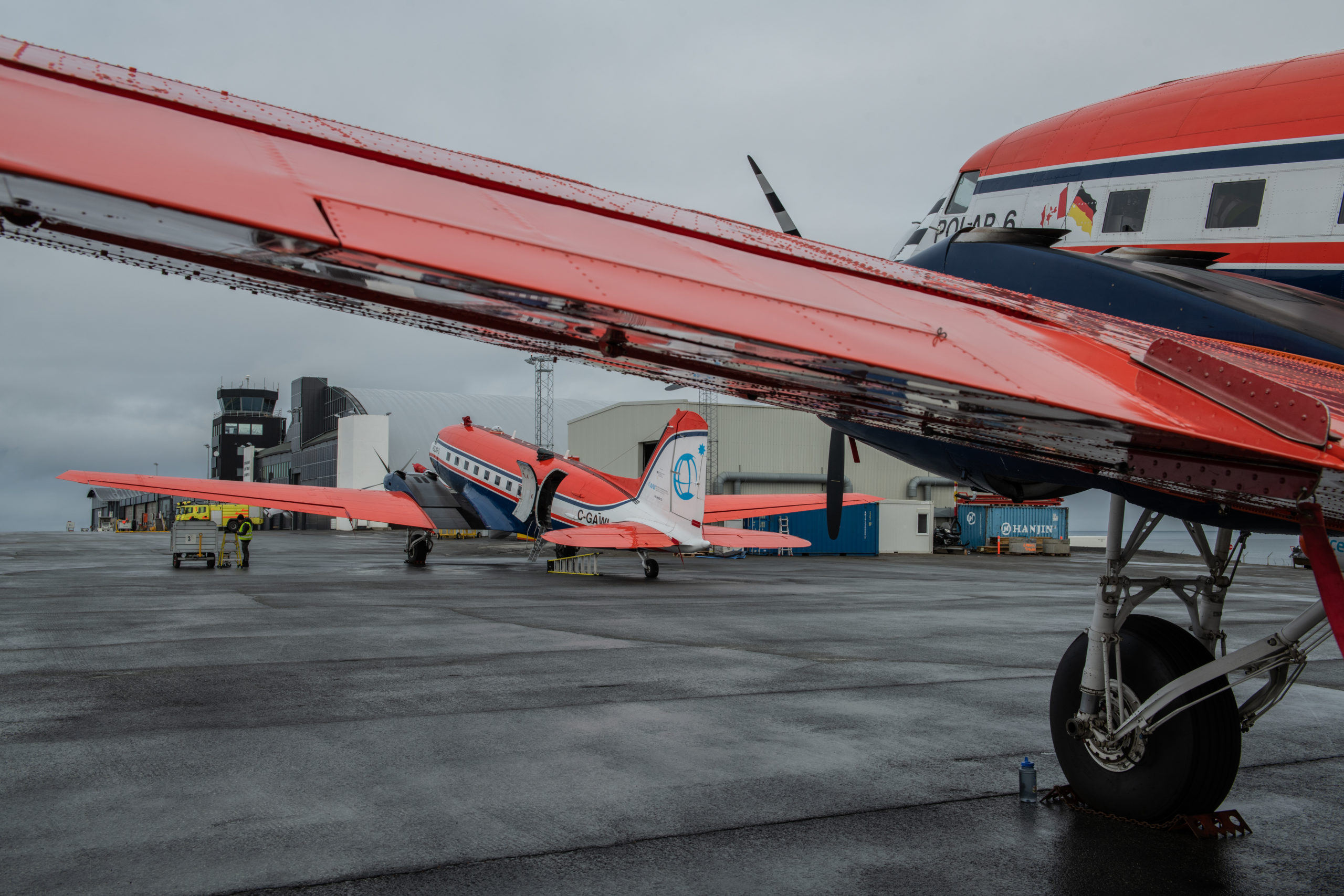 Polar 6 and Polar 5  at Svalbard airport, MOSAiC Airborne Campaign, September 2020. Picture: Alfred Wegener Institute / Esther Horvath